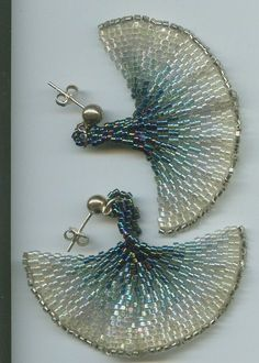 Boucles doreilles feuille de Ginkgo tissée en perles