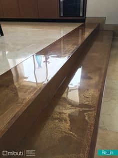 Pelda os de gradas escaleras con perfiles curvos de acero for Gradas decoradas