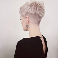Short Hairstyle 2018 – 149 - Another! Edgy Short Hair, Short Blonde, Short Hair Cuts For Women, Short Hairstyles For Women, Short Hair Styles, Edgy Pixie, Pixie Hairstyles, Cool Hairstyles, Chica Punk