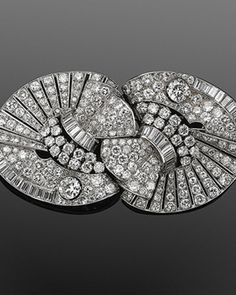 Art Deco Diamond Double Clips, circa when I see these I always think of sweater clips from the WAY before my time Art Deco Jewelry, Fine Jewelry, Jewelry Design, Jewellery, Antique Jewelry, Vintage Jewelry, 1940s, Art Deco Diamond, Diamond Brooch
