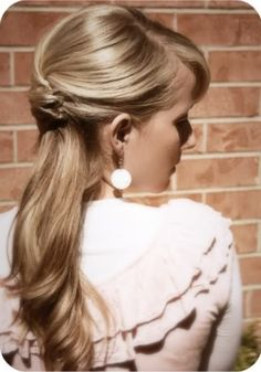 Really classy hairstyle ...10 Curly Hair Ponytails to Change Up Your Look | Beauty High