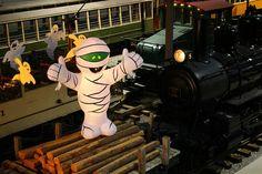 Fantômes ferroviaires (2014) / Railway Ghosts (2014) #exporail #musée #museum #trains #familyactivities #Halloween Family Activities, Trains, Joker, Halloween, Fictional Characters, Art, Kunst, The Joker, Halloween Labels