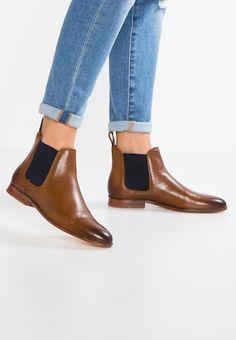 50a64e50e0c8 28 meilleures images du tableau Chaussures Shoes en 2019