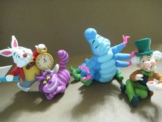Alice in Wonderland characters polymer clay Fimo Disney, Polymer Clay Disney, Polymer Clay Figures, Polymer Clay Animals, Cute Polymer Clay, Polymer Clay Projects, Polymer Clay Charms, Polymer Clay Creations, Clay Crafts