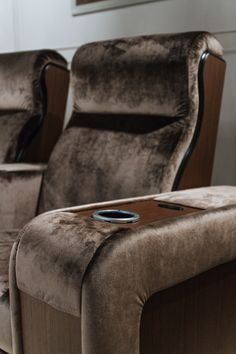 Vismara Details | The awsome Vismara Design Luxor Recliner Theater Chair equipped with drink cooler on the arm! #luxury #vismaradesign #madeinitaly #entertainment