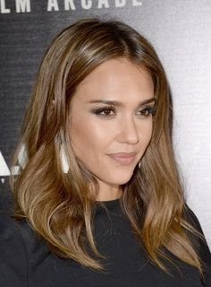 Jessica Alba light brown hair. How I want to dye my hair one day.