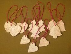 Fehér agyagból készült karácsonyi dekoráció Pottery, Clay, Ceramics, Crochet, Jewelry, Ceramica, Clays, Ceramica, Jewlery