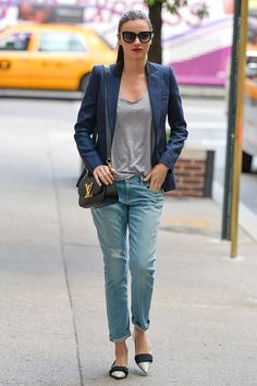 Miranda Kerr street style with boyfriend jeans and Louis Vuitton bag