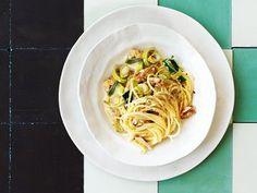 Spaghetti an Baumnuss-Lauch-Sauce