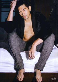 Godfrey Gao....Taiwan Godfrey Goa, Handsome Asian Men, Hottest Male Celebrities, Asian Celebrities, Barefoot Men, Gorgeous Body, Beautiful, Thing 1, Male Feet