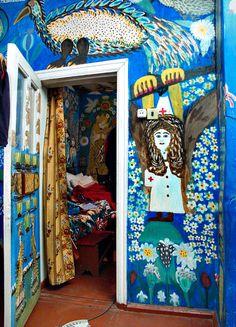 Interior da casa da artista Maria Primachenko