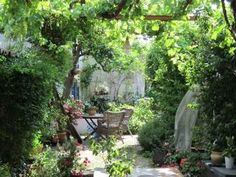 Pet sitter required Sept 2014  House Sitter Needed  Mountainous, Aracena   Huelva,Andalucia Spain  Sep 15,2014 For 10 days | Short Term Not a member? Join today to contact homeowner Cutiecat We are a young retired couple living in the picturesque mountains in Western Andalucia. We have a traditional village house in a quiet backwater with plenty of walks and great unspoilt bars and restaurants.