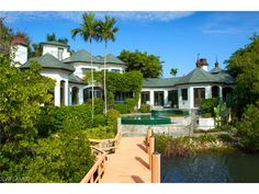 274 Little Harbour Ln, Naples, FL 34102 | Waterfront pool and boating home in Little Harbour