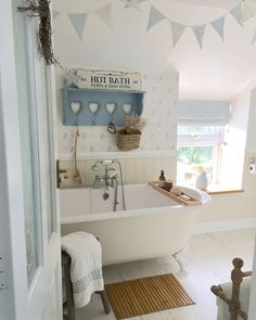 35 Amazingly Pretty Shabby Chic Bedroom Design and Decor Ideas - The Trending House Shabby Chic Living Room, Shabby Chic Bedrooms, Shabby Chic Homes, Shabby Chic Style, Shabby Chic Decor, Vintage Bedroom Decor, Beautiful Bathrooms, Decoration, Living Room Designs