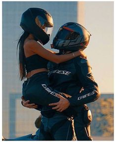 Couple Moto, Bike Couple, Motorcycle Couple Pictures, Cute Couple Pictures, Biker Love, Biker Girl, Biker Chick, Relationship Goals Pictures, Cute Relationships