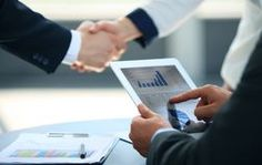 Business associates shaking hands Royalty Free Stock Photography