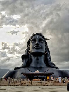The Adiyogi bust at the Isha Yoga Foundation on the outskirts of Coimbatore in Tamil Nadu. World's largest bust by the Guinness Book of World records. Rudra Shiva, Mahakal Shiva, Krishna, Lord Shiva Hd Images, Ganesh Images, Isha Yoga, Shivaji Maharaj Hd Wallpaper, Lord Shiva Statue, Shiva Photos