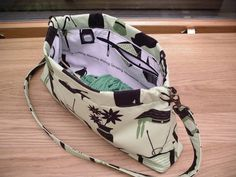 Hex Open Bag Frame tutorial ... looks like a great tutorial for other bag-sewing skills, as well!
