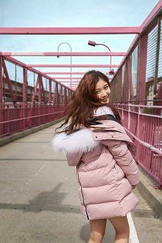 Kim Yoo Jung Photoshoot, Kim You Jung, Pop Songs, Girls Generation, Korean Actors, Asian Woman, Trending Memes, Winter Jackets, Kpop