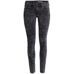 H&M Super Skinny Low Ankle Jeans ($43) via Polyvore featuring jeans, trousers, black, super low rise skinny jeans, short pants, black skinny jeans, low rise jeans and low rise skinny jeans