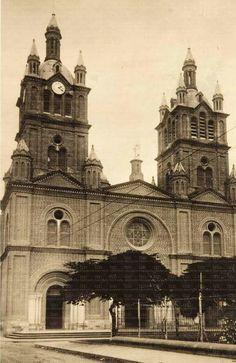 La hermosa Basílica de #Buga #Colombia #ValledelCauca Big Ben, Notre Dame, Building, Travel, Buga, Colombia, Sweetie Belle, Viajes, Buildings