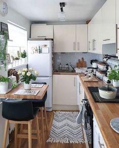 Small Apartment Kitchen, Home Decor Kitchen, Interior Design Kitchen, Home Kitchens, Kitchen Small, Small Kitchen Decorating Ideas, Rustic Apartment, Ideas For Small Kitchens, Small Kitchen Designs