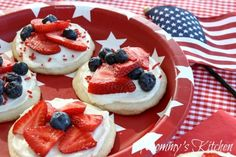 Mommy's Kitchen - Red, White & Blue Mini Fruit Pizza's {Patriotic Dessert}