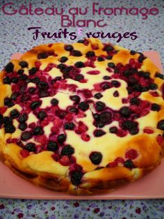 gateau+au+fromage+blanc+et+fruits+rouges. Easy No Bake Desserts, Sweet Desserts, Ww Recipes, Sweet Recipes, Thermomix Desserts, Quick Healthy Breakfast, Healthy Cake, Healthy Food, Muffins