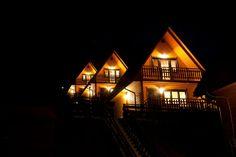 4 luksusowe Domki nad Zaporą, w atrakcyjnej lokalizacji, jaką jest centrum Soliny - http://www.wyskocznawakacje.pl/nocleg,domkinadzapora