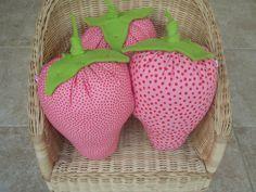 strawberry pillow - visti TANA PER TUTTI on facebook