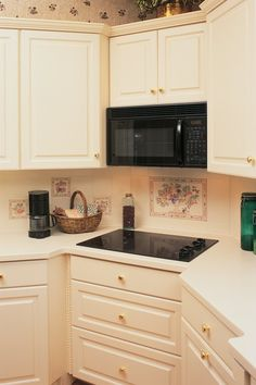 During the installation of your over-the-range microwave, you likely have the option of adding a ventilation system to vent smoke and steam or to utilize a charcoal filter to. Above Range Microwave, Microwave Vent Hood, Over The Counter Microwave, Corner Microwave, Oven Hood, Built In Microwave, Kitchen Oven, Kitchen Redo, Home