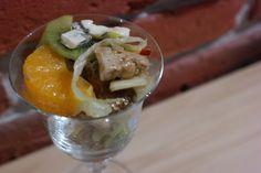 Sunflower - w wolnej chwili...: Sałatka z kurczakiem, serem pleśniowym i owocami