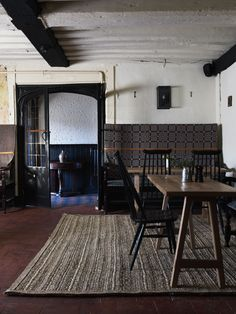 Steal This Look: The Olde Bell Inn Dining Room - Remodelista - rushmat Pantone, Tadelakt, Interior Decorating, Interior Design, Commercial Interiors, Decoration, Interior Inspiration, Interior And Exterior, Living Spaces