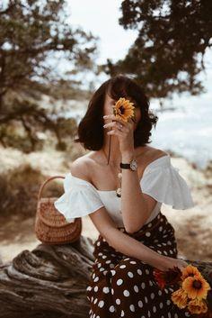 feminine style - Photography, Landscape photography, Photography tips Portrait Fotografie Inspiration, Fashion Photography Inspiration, Style Inspiration, Poses Modelo, Foto Portrait, Poses Photo, Insta Photo Ideas, Girl Photography, Feminine Photography