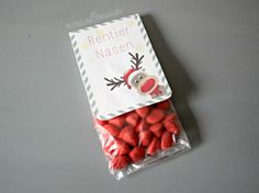 Advent calendar - small & quick Christmas gifts for adults - Metterschling and Mole - Reindeer noses – gift idea for adults – souvenirs – give more beautiful – homemade – DIY - Christmas Gifts For Adults, Gifts For Teens, Christmas Presents, Christmas Time, Christmas Crafts, Christmas 2017, Diy Halloween, Triangle 3d, Creative Crafts