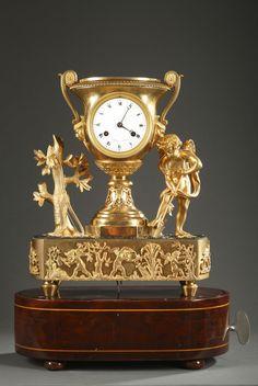 Francés Restauración dorado y patinado de bronce reloj con caja de música de Anjou en París