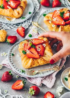 Puff Pastry Danish with Strawberries and Vanilla Pudding Pastry Recipes, Dessert Recipes, Easy Homemade Desserts, Gluten Free Brands, Croissant Recipe, Puff Pastry Dough, Dairy Free Milk, Fruit Jam, Cashew Butter