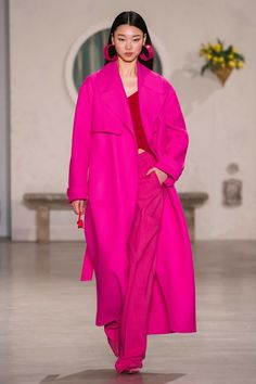 Jacquemus Fall 2019 Ready-to-Wear Fashion Show Jacquemus Fall 2019 Ready-to-Wear Collection – Vogue Pink Fashion, Runway Fashion, Fashion Outfits, Womens Fashion, Fashion Trends, Fashion 2018, Paris Fashion, Street Fashion, Fashion Online