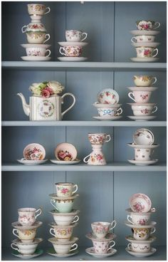 I have a slight obsession with cute tea cups and tea pots. I would totally do this. I wish~~ 찻장, 찻잔 컬렉션 Tea Cup Display, Cute Tea Cups, Ideias Diy, Granny Chic, Teapots And Cups, China Tea Cups, My Cup Of Tea, Chocolate Pots, Shabby Vintage