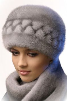 Fur Hats: Worth Wearing Or Not? Fur Fashion, Look Fashion, Turbans, Fur Accessories, Fabulous Furs, Church Hats, Fancy Hats, Love Hat, Mink Fur
