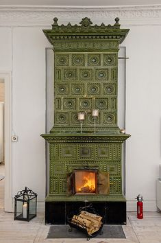Stunning fireplace in a Swedish apartment. If I had a very old house, I would HAVE to have a green fireplace like this!