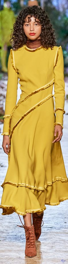 Couture Week, Haute Couture Fashion, Beautiful Evening Gowns, Ralph And Russo, Mellow Yellow, Glamour, Designer Collection, Fashion Boutique, Vestidos