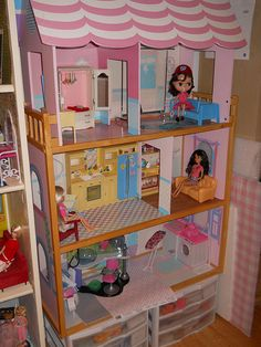 I found a doll house at Good Will. Was trying out some ideas. I think Liv and Blythe will live here. | Flickr - Photo Sharing!