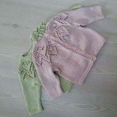 Hjertetrøjer til baby strikket i blød økologisk bomuld. Model Hjertetrøje af Lene Holme Samsøe