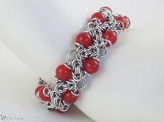 Red Jade Beaded Bracelet Aluminum Handmade por ASilverDragonfly