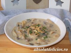Incredibly rich and creamy and absolutely delicious, these creamy mushrooms are a family favorite! These mushrooms are so good, you won't be able to stop after only one bowl… So, you sh… Chili Recipes, Lunch Recipes, Great Recipes, Cooking Recipes, Creamy Mushrooms, Stuffed Mushrooms, Stuffed Peppers, Easy Mushroom Recipes, Mushroom Stew