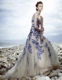 vera-wang-ivory-and-blue-wedding-dress.jpg (700×911)