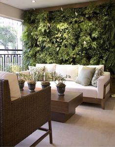 40 Beautiful Living Green Walls You Can Copy Feed your design ideas with these beautful green wall designs. 40 living green wall ideas you can copy now. Outdoor Spaces, Outdoor Living, Outdoor Decor, Indoor Outdoor, Balkon Design, Terrasse Design, Interior And Exterior, Interior Design, Kitchen Interior