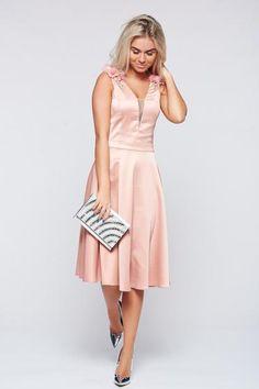 Rochie LaDonna rosa de ocazie in clos din material satinat - http://hainesic.ro/rochii/rochie-ladonna-rosa-de-ocazie-in-clos-din-material-satinat-9e2948042-starshinersro/