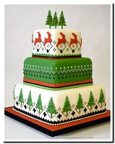 designs on a Christmas cake - charming, and uncomplicated production.Scandinavian designs on a Christmas cake - charming, and uncomplicated production. Christmas Cake Designs, Christmas Cake Decorations, Christmas Cupcakes, Christmas Sweets, Holiday Cakes, Noel Christmas, Christmas Goodies, Christmas Baking, Xmas Cakes